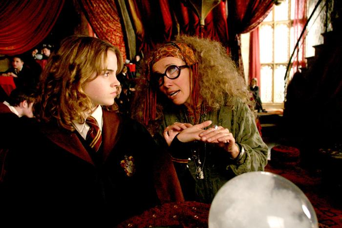 hermionetrelawney_hermionelookingunimpressed